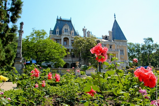 Massandra Palace, Yalta, Crimea view 4