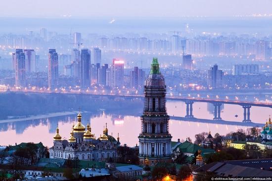 Kiev night time view 16
