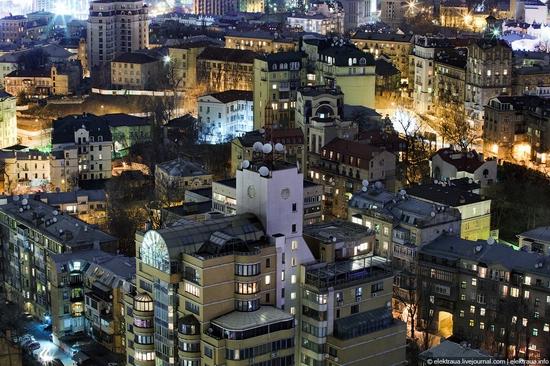 Kiev night time view 19