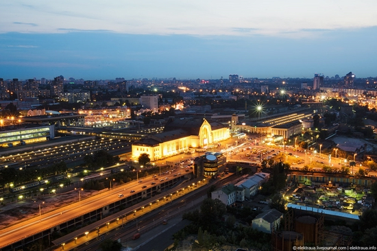 Kiev night time view 4