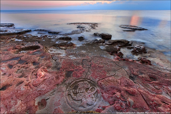 Drawings on the rocks near Sevastopol, Ukraine view 1