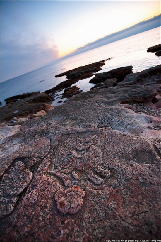 Drawings on the rocks near Sevastopol, Ukraine view 4