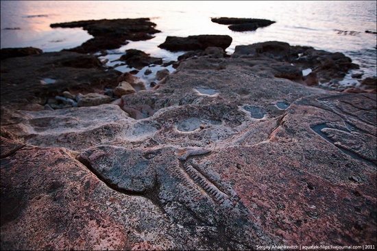 Drawings on the rocks near Sevastopol, Ukraine view 5