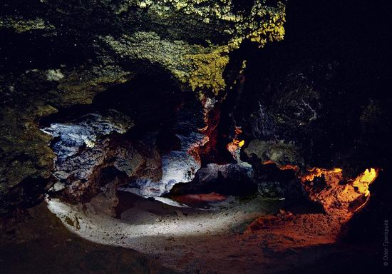 Gorgeous underground universe of Mlynki cave, Ukraine view 2
