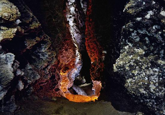 Gorgeous underground universe of Mlynki cave, Ukraine view 7