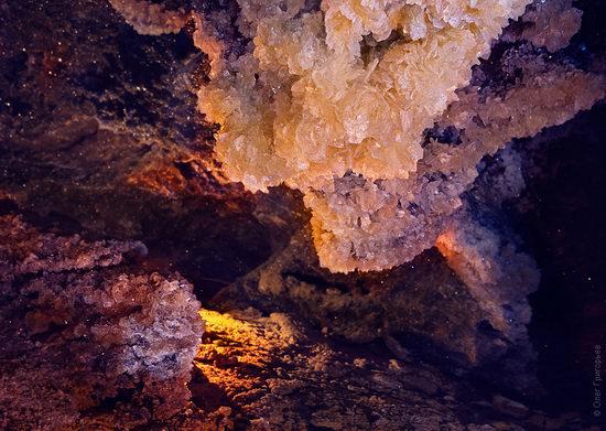 Gorgeous underground universe of Mlynki cave, Ukraine view 9