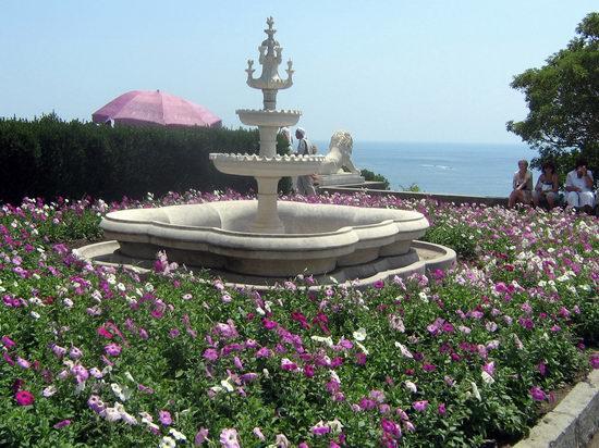 Vorontsov Palace, Alupka, Crimea, Ukraine view 9