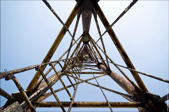 Climbing the 250 meter tower, Kharkov oblast, Ukraine photo 4
