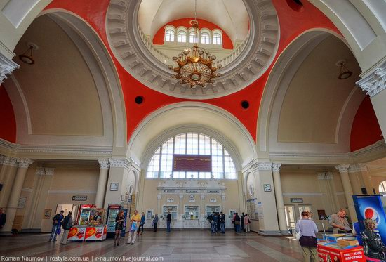 Chernigov railway station, Ukraine photo 3