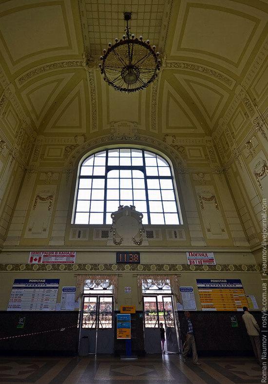 Chernovtsy railway station, Ukraine photo 2