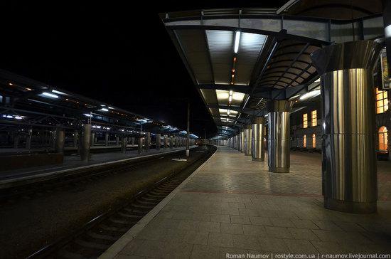 Dnepropetrovsk railway station, Ukraine photo 3