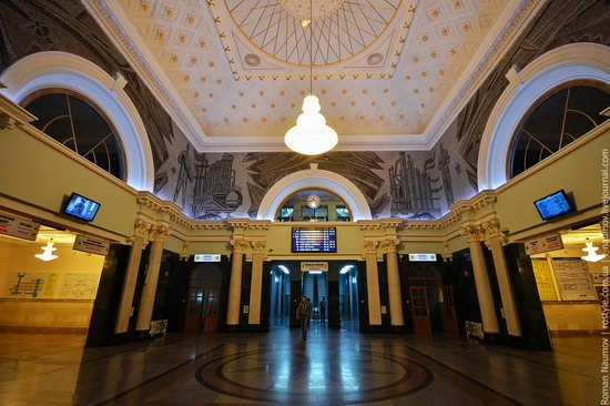 Donetsk railway station, Ukraine photo 2