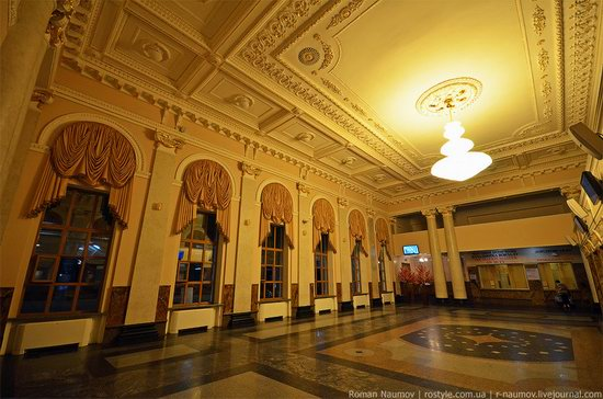 Donetsk railway station, Ukraine photo 3