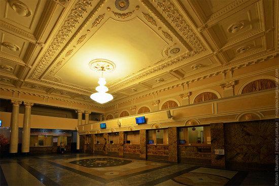 Donetsk railway station, Ukraine photo 4