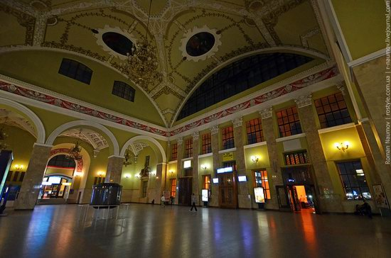 Kharkov railway station, Ukraine photo 2