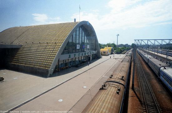 Lugansk railway station, Ukraine photo 2