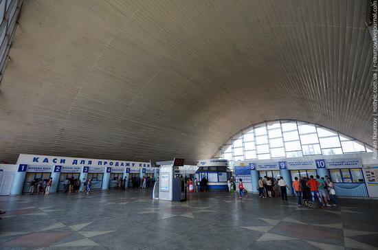 Lugansk railway station, Ukraine photo 3