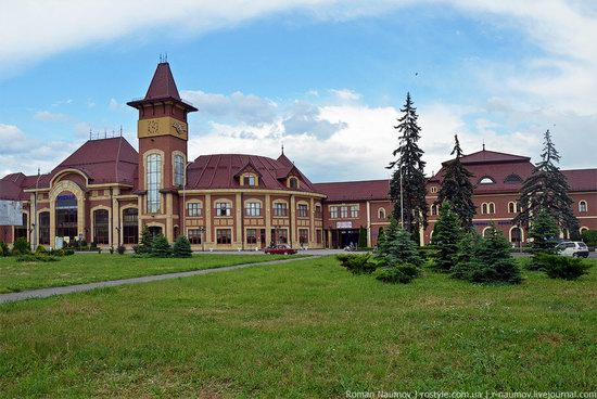 Uzhgorod railway station, Ukraine photo 1