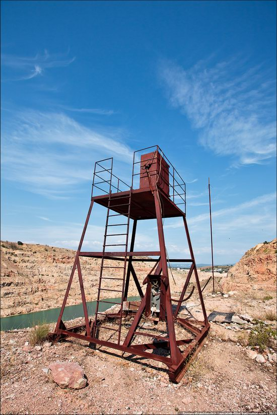 Picturesque abandoned quarry near Sevastopol, Crimea, Ukraine photo 8