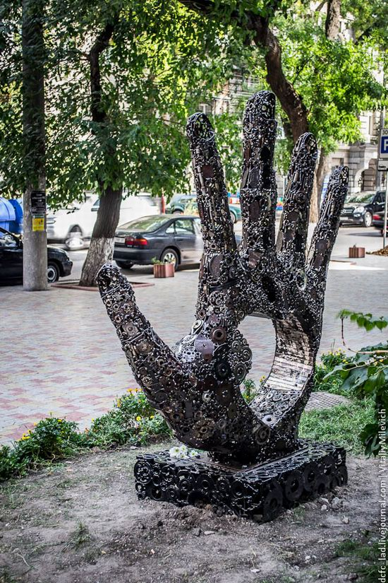 Steve Jobs, Apple founder, monument in Odessa, Ukraine photo 8