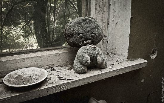 Abandoned kindergarten in the Chernobyl zone, Ukraine photo 2