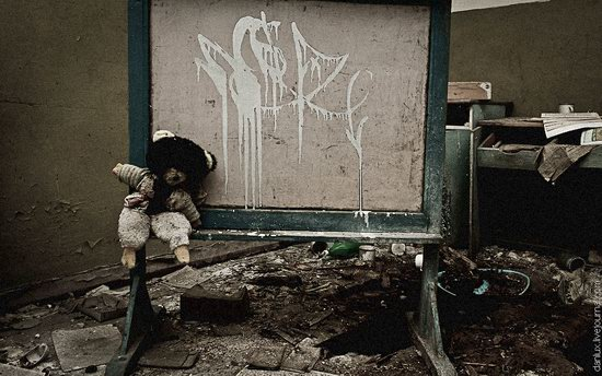 Abandoned kindergarten in the Chernobyl zone, Ukraine photo 4