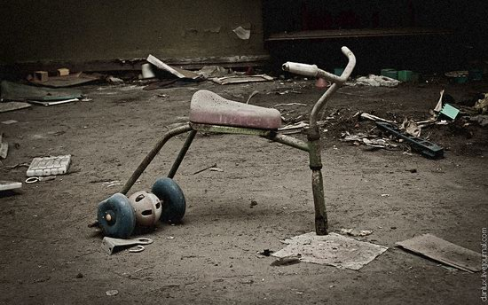 Abandoned kindergarten in the Chernobyl zone, Ukraine photo 5