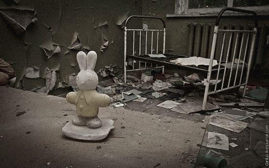 Abandoned kindergarten in the Chernobyl zone, Ukraine photo 7