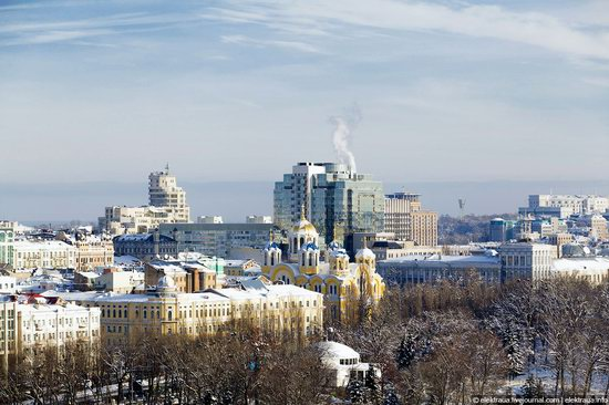 Kiev, capital of Ukraine, after snowfall photo 1