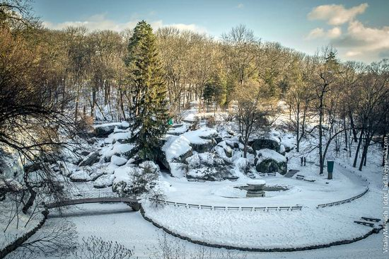 Snow-covered Sofiyivka park, Uman, Ukraine photo 1