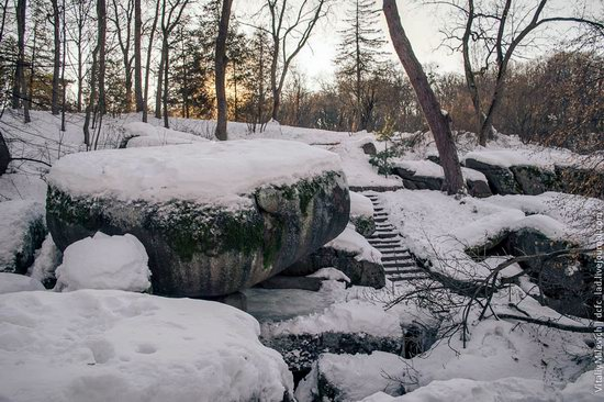 Snow-covered Sofiyivka park, Uman, Ukraine photo 10