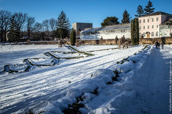 Snow-covered Sofiyivka park, Uman, Ukraine photo 24