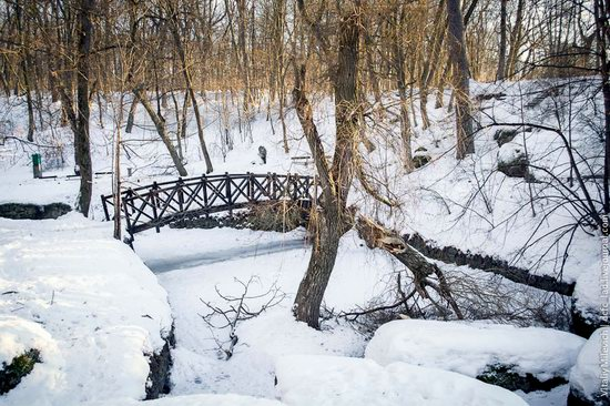 Snow-covered Sofiyivka park, Uman, Ukraine photo 4