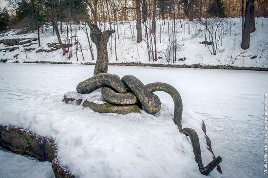 Snow-covered Sofiyivka park, Uman, Ukraine photo 7