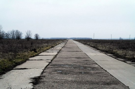 Abandoned flight training center near Zaporozhye, Ukraine photo 10