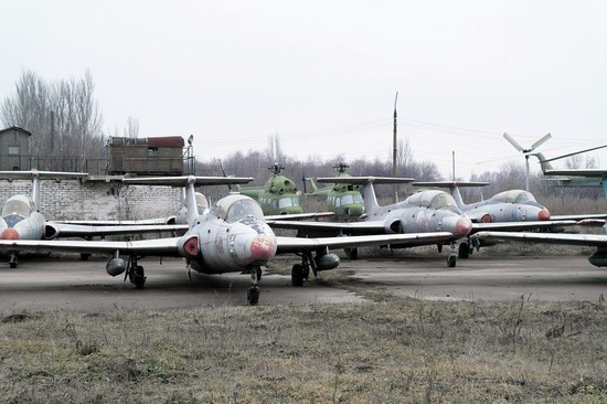 Abandoned flight training center near Zaporozhye, Ukraine photo 14