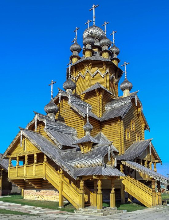 The wooden monastery of all saints in svyatogorsk lavra