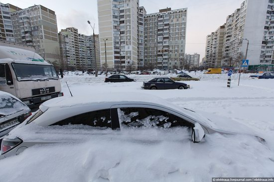Abnormally heavy snowfall in Kiev, Ukraine photo 10