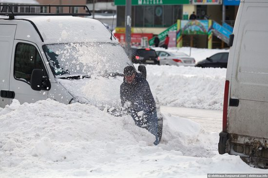 Abnormally heavy snowfall in Kiev, Ukraine photo 14