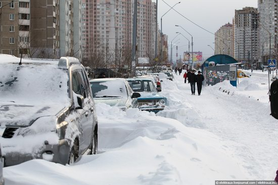 Abnormally heavy snowfall in Kiev, Ukraine photo 15