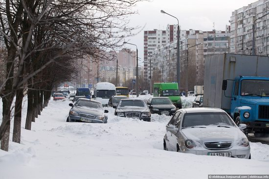 Abnormally heavy snowfall in Kiev, Ukraine photo 4