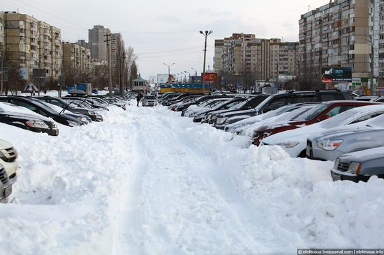 Abnormally heavy snowfall in Kiev, Ukraine photo 7