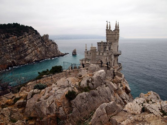 Architectural monument Swallow's Nest and surroundings photo 2