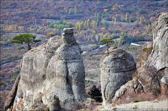 The Valley of Ghosts stone statues, Crimea, Ukraine photo 12