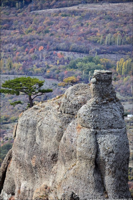The Valley of Ghosts stone statues, Crimea, Ukraine photo 14