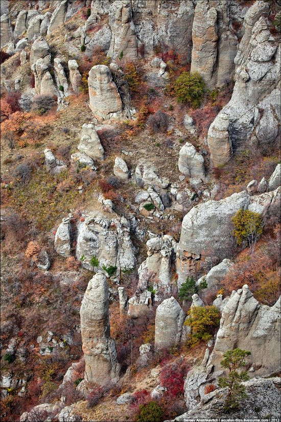 The Valley of Ghosts stone statues, Crimea, Ukraine photo 4