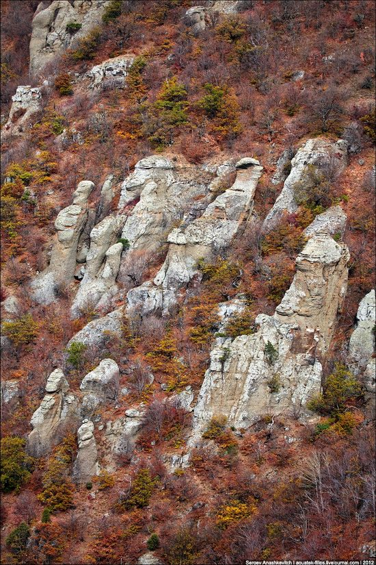 The Valley of Ghosts stone statues, Crimea, Ukraine photo 5