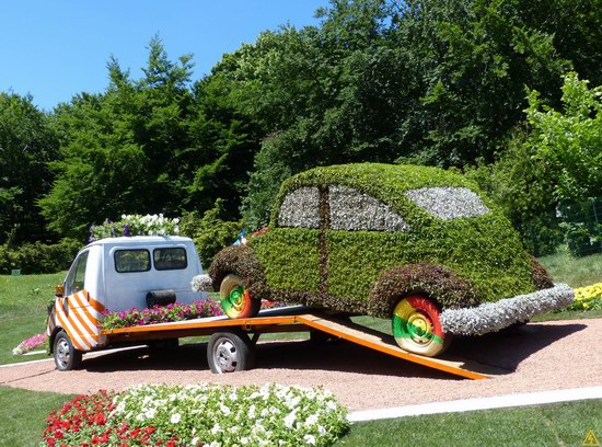 Exhibition of flower cars at Pevcheskoe Pole in Kiev, Ukraine photo 12
