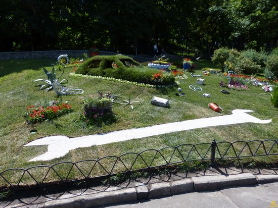 Exhibition of flower cars at Pevcheskoe Pole in Kiev, Ukraine photo 2