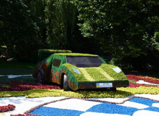 Exhibition of flower cars at Pevcheskoe Pole in Kiev, Ukraine photo 4